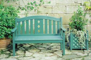 Malowanie ławki ogrodowej: jak i czym?