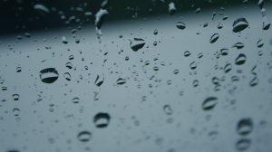 Jak magazynować i wykorzystywać wodę deszczową?